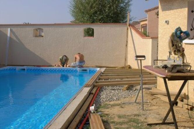"Les délais de construction de la piscine  <span class=""normal italic petit"">© Photo Passion - Fotolia.com</span>"