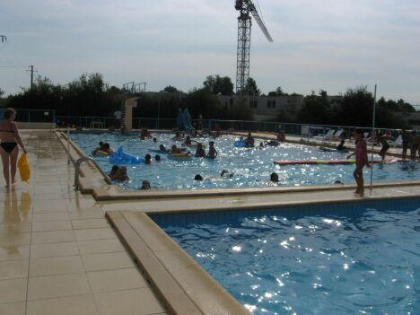 Les deux bassins de la piscine de la Roche-Chalais