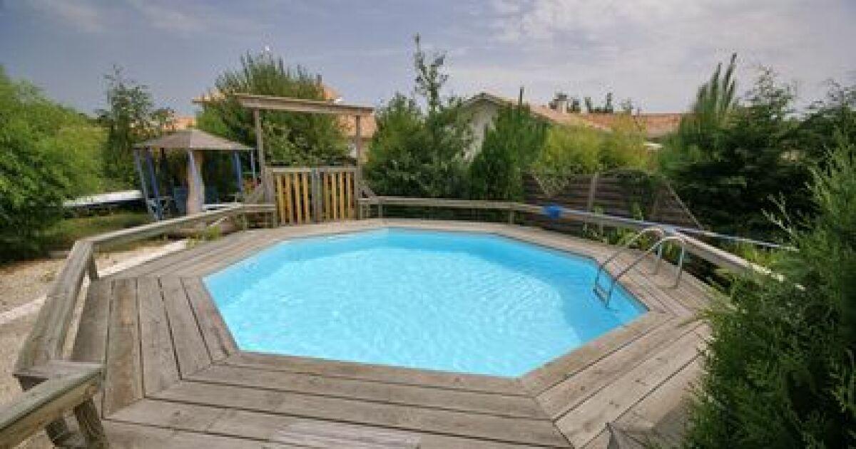 Choisissez l 39 essence de bois pour votre piscine for Construction piscine hors sol bois