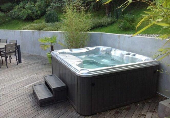 """Les dimensions de votre spa<span class=""""normal italic petit"""">© Sundanse Spa</span>"""