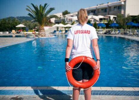 """Devenir maître-nageur : diplômes, certifications et conseils pour surveiller la baignade<span class=""""normal italic petit"""">© Roy Pedersen - Thinkstock</span>"""