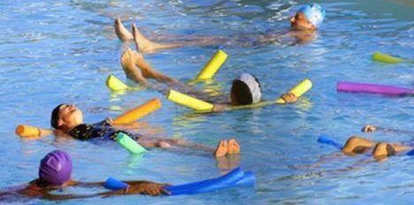 """Les exercices d'aquagym peuvent se pratiquer seul ou en groupe<span class=""""normal italic"""">© Fotolia</span>"""