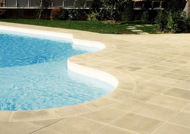 Margelles de piscine Sahara en pierre reconstituée