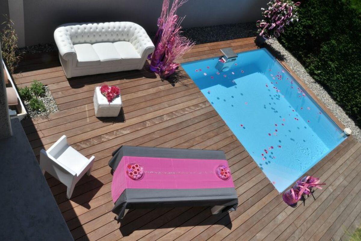 Piscine En Bois Petite Taille la mini piscine en bois : pratique pour les petits jardins