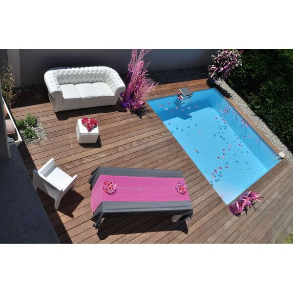 la mini piscine en bois pratique pour les petits jardins. Black Bedroom Furniture Sets. Home Design Ideas