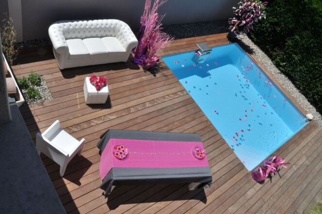 """Les mini piscines en bois peuvent s'installer sur un bout de terrasse.<span class=""""normal italic petit"""">DR</span>"""