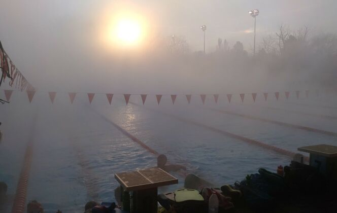 Les nageurs arrivés au bout de leurs exercices se reposent brièvement.  DR