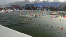 VIDEO - Une compétition de natation chinoise dans une eau à 1° !