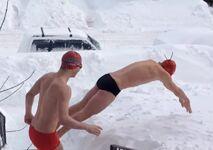 Une équipe de natation canadienne s'entraîne dans la neige !