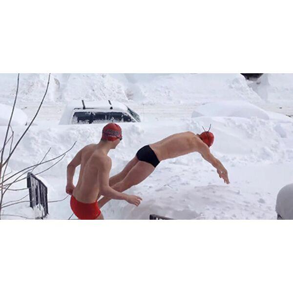 Une quipe de natation canadienne s 39 entra ne dans la neige for Apprendre a plonger dans la piscine