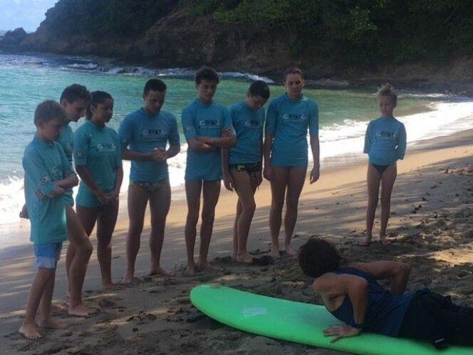 Les nageurs ont pu s'initier à la pratique du surf.