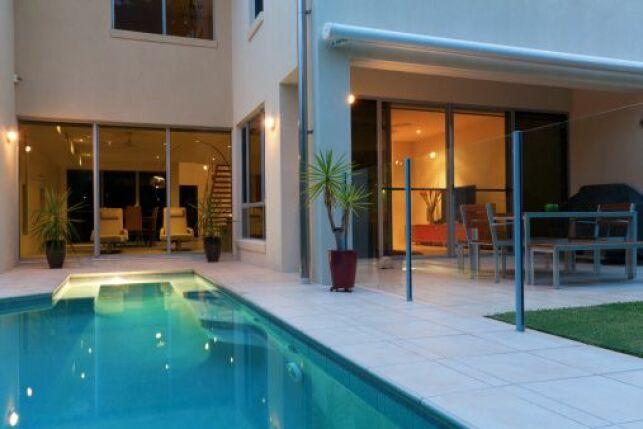 Les normes et hauteurs pour une barrière de piscine