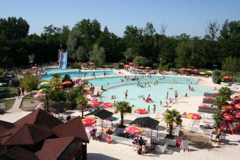 """Les piscines de l'Aqua Park Junior Land à Saint-Laurent-des-Vignes<span class=""""normal italic petit"""">DR</span>"""