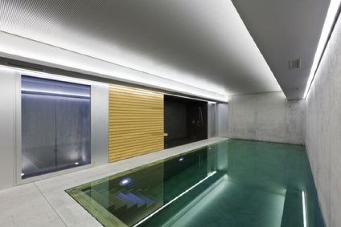 """Les piscines intérieures ne sont pas concernées par la loi sur la sécurité des piscines<span class=""""normal italic petit"""">© alexandre zveiger - Fotolia.com</span>"""