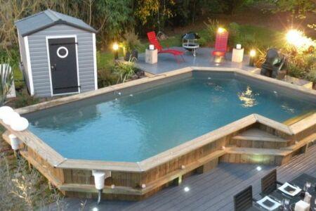 """Les piscines semi-enterrées : guide pratique<span class=""""normal italic petit"""">© Bluewood</span>"""