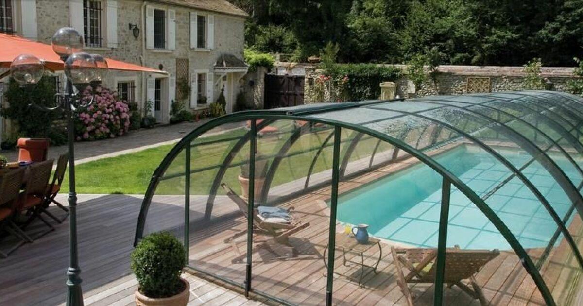 dossier les plus beaux abris de piscine abris design. Black Bedroom Furniture Sets. Home Design Ideas
