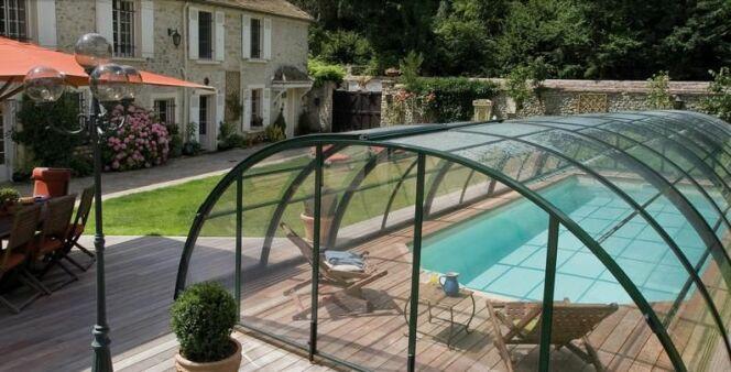 """Les plus beaux abris de piscine <span class=""""normal italic petit"""">© Sesame Cover</span>"""