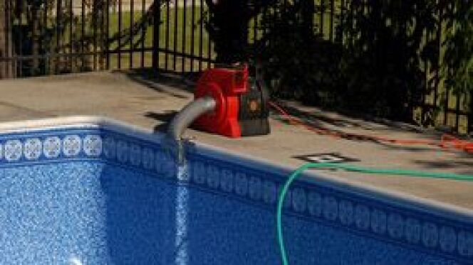 """Les pompes de piscine : la pompe à chaleur et la pompe à filtration<span class=""""normal italic petit"""">© Fotolia</span>"""