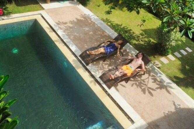 """Les produits de traitement de l'eau d'une piscine sont-ils dangereux pour la santé ?<span class=""""normal italic petit"""">© valeriy lebedev</span>"""