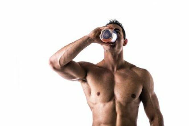 """Les régimes protéinés pour le nageur<span class=""""normal italic petit"""">© Fotolia_66252332_XS</span>"""