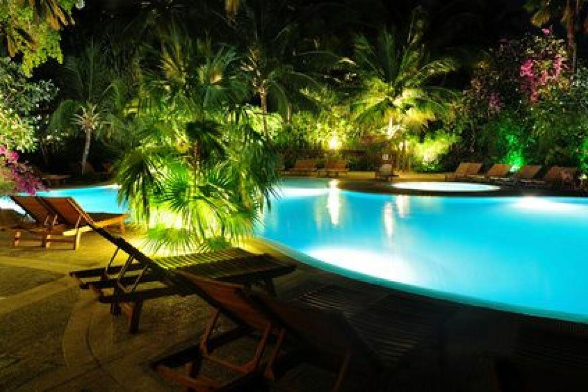 Idee Eclairage Terrasse Piscine installer des spots de terrasse autour de sa piscine - guide