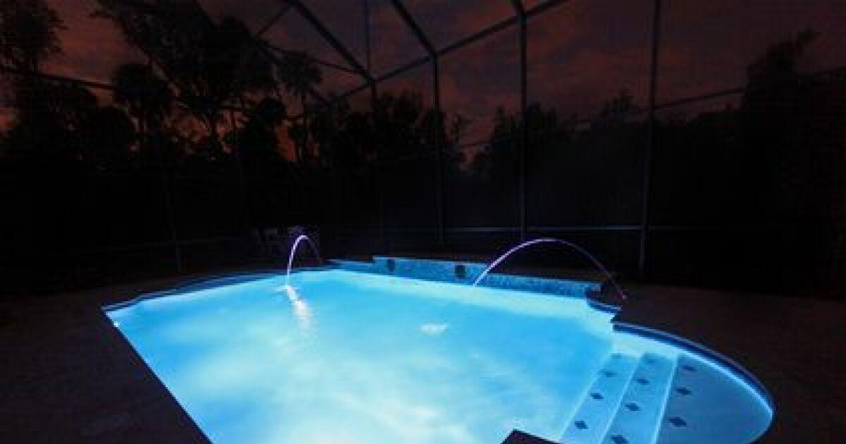 des spots pour votre piscine hors sol clairez votre bassin. Black Bedroom Furniture Sets. Home Design Ideas