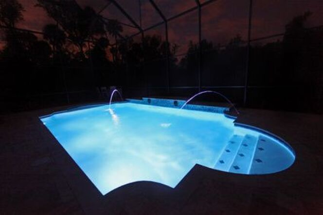 Les spots peuvent aussi éclairer une piscine hors-sol.