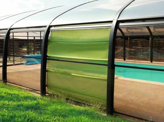 Les stores pour abri de piscine