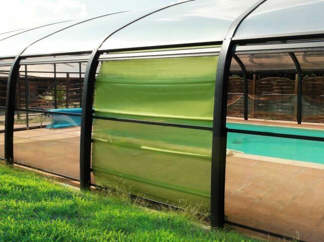 """Les stores pour abri de piscine<span class=""""normal italic petit"""">© LBA</span>"""