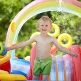 Les structures de jeux gonflables pour piscine