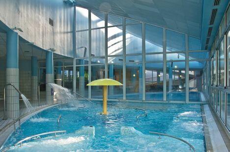 Thermes de divonne les bains horaires tarifs et photos for Piscine de divonne