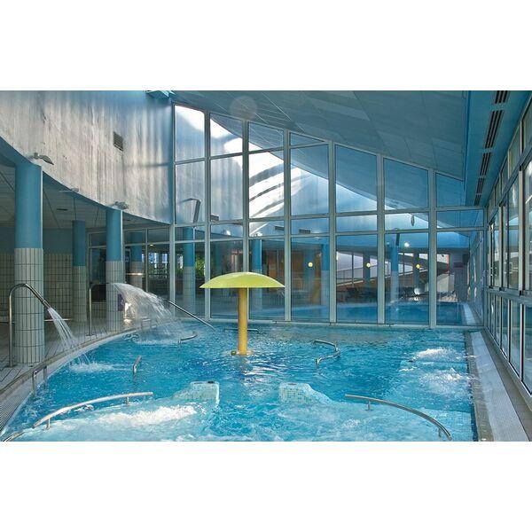 Thermes de divonne les bains horaires tarifs et photos for Piscine ludique paris