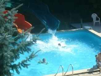 Les toboggans de la piscine du Parc de l'Auxois à Arnay sous Vitteaux