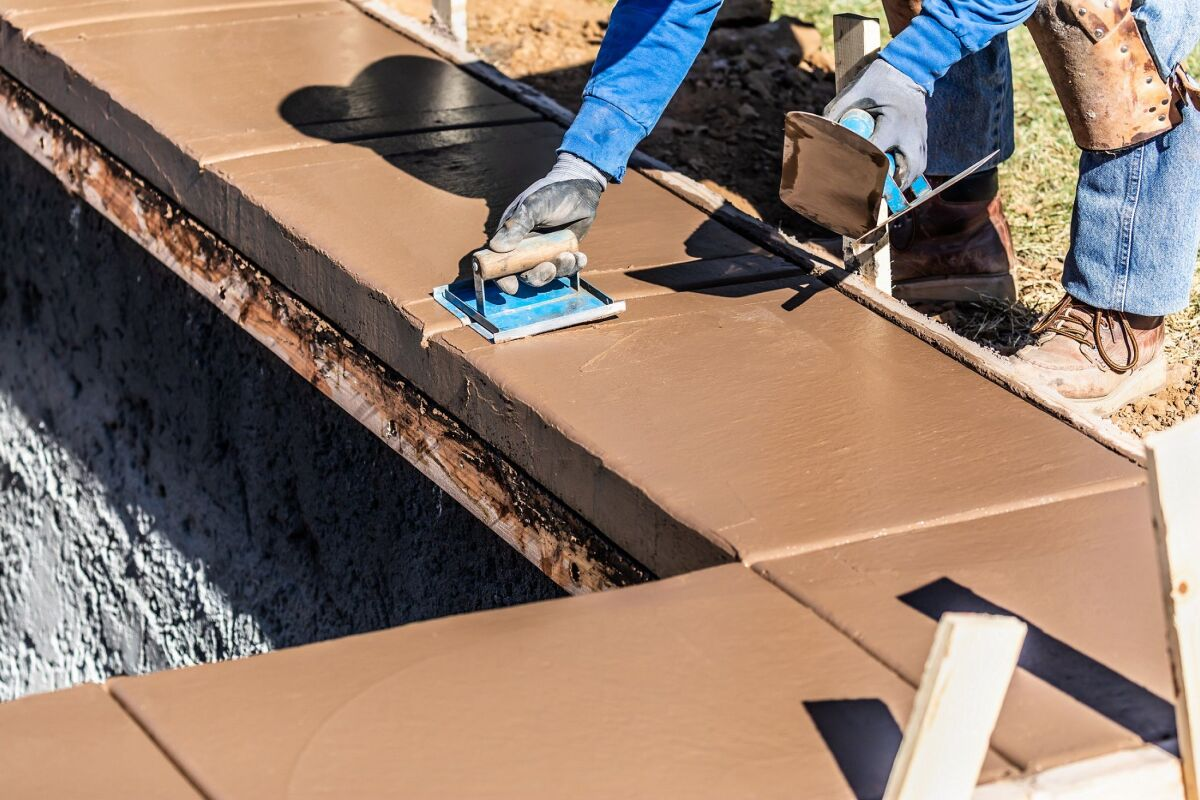 Construction D Une Piscine les travaux de construction d'une piscine : un grand