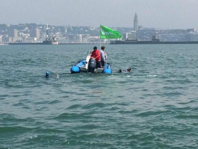 """Les trois nageurs<span class=""""normal italic petit"""">© Ouest France</span>"""