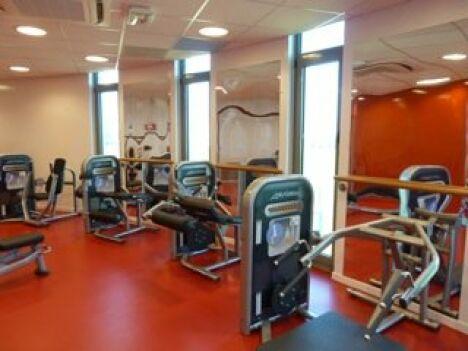 """Les appareils de fitness de la piscine de Crepy en Valois<span class=""""normal italic"""">DR</span>"""