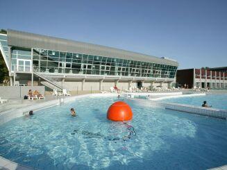 Les bassins extérieurs de la piscine de Moulins
