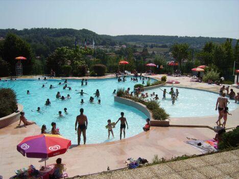 Les bassins extérieurs de la piscine de Pont du Casse