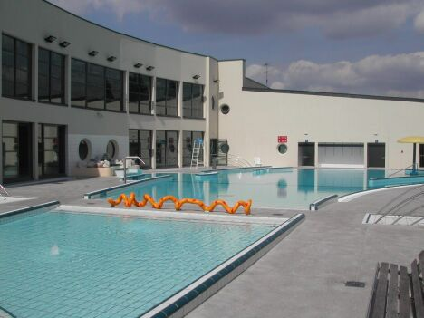 """Les bassins extérieurs de la piscine de Redon.<span class=""""normal italic"""">© Communauté de Communes du Pays de Redon</span>"""