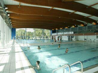 Les bassins intérieurs de la piscine de Moulins