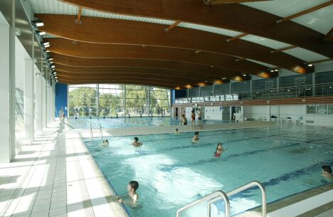 """Les bassins intérieurs de la piscine de Moulins<span class=""""normal italic"""">DR</span>"""