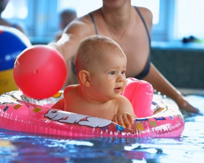 """Les couches étanches : pour nager avec votre bébé en toute tranquillité<span class=""""normal italic petit"""">© Fotolia</span>"""