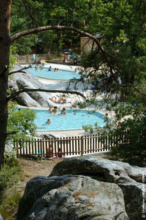 """Les deux bassins à Buthiers<span class=""""normal italic petit"""">© base de loisirs de Buthiers</span>"""