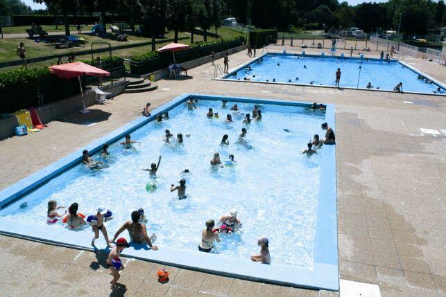 Les deux bassins de la piscine de Digoin