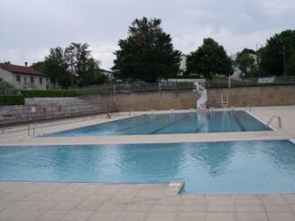 Les deux bassins de natation à Pamproux