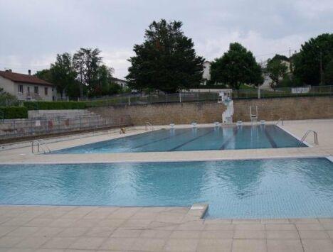 """Les deux bassins de natation à Pamproux<span class=""""normal italic petit"""">© ville de Pamproux</span>"""