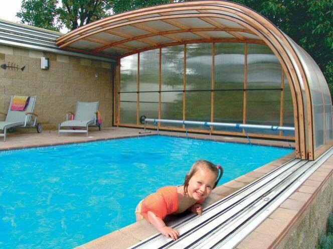 """Les enfants et la piscine <span class=""""normal italic petit"""">© Sesame</span>"""