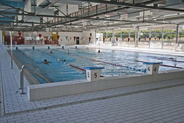 Les grands bassins de la piscine de Mont de Marsan