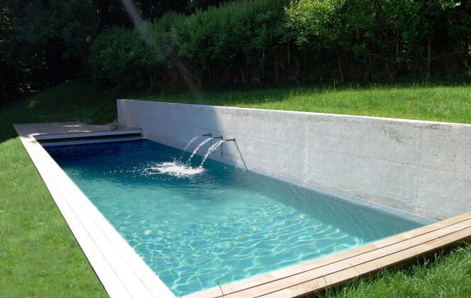 Les jets d'eau crééent du mouvement dans une piscine design © L'Esprit Piscine
