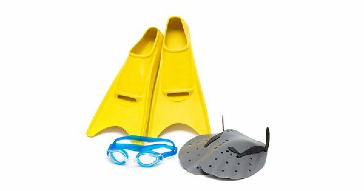 Nager avec des palmes en piscine jambes affin es et - Nager en piscine avec des palmes ...